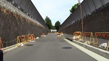 新戸隧道両側は座間駐屯地.jpg