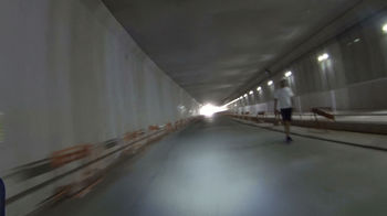 新戸隧道人も歩いてる.jpg